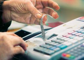 Ποια προϊόντα και υπηρεσίες φθηναίνουν από σήμερα λόγω μειωμένου ΦΠΑ - Κεντρική Εικόνα