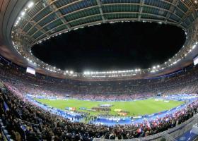 Ελεγχόμενη έκρηξη έξω απο το γήπεδο Stade de France - Κεντρική Εικόνα
