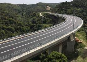 Η πιο μεγάλη και εντυπωσιακή γέφυρα της Κρήτης δόθηκε στην κυκλοφορία (Video) - Κεντρική Εικόνα