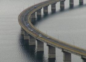 Βγήκε από το ταξί και έκανε βουτιά θανάτου στη γέφυρα των Σερβίων (photos) - Κεντρική Εικόνα