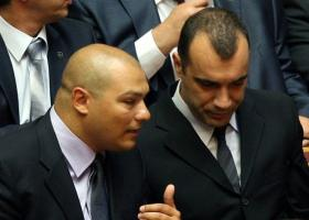 Αναβολή στη δίκη για τις βιαιοπραγίες χρυσαυγιτών σε βάρος μικροπωλητών στη Ραφήνα - Κεντρική Εικόνα