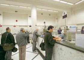 Alpha Bank: Κατακόρυφη πτώση των συναλλαγών στα γκισέ - Κεντρική Εικόνα