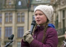 Η Γκρέτα Τούνμπεργκ και εκατοντάδες νέοι διαδηλώνουν έξω από την έδρα του ΟΗΕ για το κλίμα - Κεντρική Εικόνα
