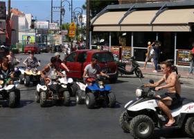 Ο υφυπουργός Μεταφορών Γ. Κεφαλογιάννης άναψε «πράσινο φως» στις... γουρούνες της Κρήτης  - Κεντρική Εικόνα