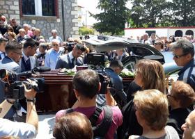 Πλήθος κόσμου στην κηδεία του αδικοχαμένου Δ. Γραικού (photos) - Κεντρική Εικόνα