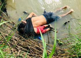 Διεθνής σπαραγμός από τη συγκλονιστική φωτογραφία του νεκρού πατέρα αγκαλιά με την 2χρονη κόρη του στα σύνορα ΗΠΑ-Μεξικού - Κεντρική Εικόνα
