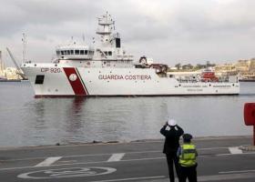 Ο Σαλβίνι απαγορεύει την αποβίβαση 135 μεταναστών από ένα σκάφος της ιταλικής ακτοφυλακής - Κεντρική Εικόνα