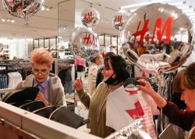 H&M: Ανασχηματισμός-έκπληξη και αλλαγή ρόλων μεταξύ CEO και προέδρου - Κεντρική Εικόνα