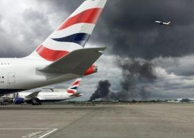 Μεγάλη πυρκαγιά εκδηλώθηκε κοντά στο αεροδρόμιο Χίθροου του Λονδίνου - Κεντρική Εικόνα