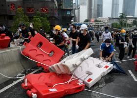"""Χονγκ Κονγκ: Μια """"πορεία γκριζομάλληδων"""" προς στήριξη των νεαρών διαδηλωτών - Κεντρική Εικόνα"""