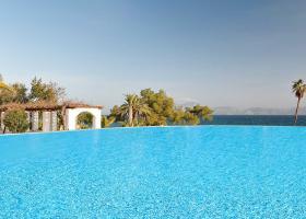 Πλειστηριασμός με...άρωμα παλιάς ελληνικής ταινίας: Το Hydra Beach στο «σφυρί» - Κεντρική Εικόνα