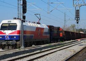 Έκοψαν καλώδια ηλεκτροκίνησης και εγκλώβισαν τρένο στο Δομοκό - Κεντρική Εικόνα