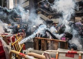 Χονγκ Κονγκ: Πυροβολισμοί και αντλίες νερού κατά διαδηλωτών - Κεντρική Εικόνα