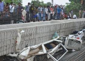 Ινδία: 15 νεκροί και 10 τραυματίες από κατάρρευση αερογέφυρας  - Κεντρική Εικόνα