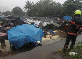Iνδία: 15 νεκροί μετά από κατάρρευση τοίχου πάνω σε παράγκες - Κεντρική Εικόνα