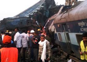 Ινδία: Σε τουλάχιστον 59 ανήλθε ο αριθμός των νεκρών στο σιδηροδρομικό δυστύχημα - Κεντρική Εικόνα