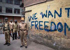 """Η Ινδία ανακάλεσε την αυτονομία του Κασμίρ για να το """"απελευθερώσει από την τρομοκρατία"""" - Κεντρική Εικόνα"""