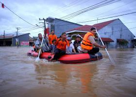 Ινδονησία: Τους 40 έφθασε ο αριθμός των νεκρών από τις πλημμύρες - Κεντρική Εικόνα