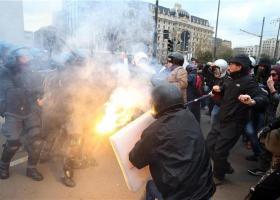 Συγκρούσεις της αστυνομίας με ακροαριστερούς και αναρχικούς διαδηλωτές στο Τορίνο - Κεντρική Εικόνα