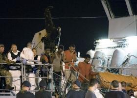Ιταλία: Αποβιβάστηκαν οι 450 μετανάστες - Κεντρική Εικόνα