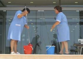 Συγκέντρωση στο υπουργείο Εργασίας από τις σχολικές καθαρίστριες - Κεντρική Εικόνα