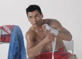 Από παγκόσμιος πρωταθλητής του Kickboxing, Πρόεδρος της Δημοκρατίας - Κεντρική Εικόνα