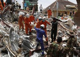 Καμπότζη: Στους 28 οι νεκροί από την κατάρρευση ενός υπό κατασκευή επταώροφου κτιρίου - Κεντρική Εικόνα
