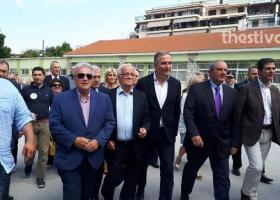 O K. Καραμανλής ψήφισε παρουσία βουλευτών που τον χειροκρότησαν (video) - Κεντρική Εικόνα