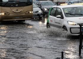 Καιρός: Ισχυρή καταιγίδα «χτυπά» την Αθήνα - Πότε θα χιονίσει στην Πάρνηθα - Κεντρική Εικόνα