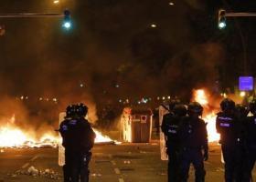 Καταλονία: Νέα εκτεταμένα επεισόδια στη Βαρκελώνη με δεκάδες συλλήψεις - Κεντρική Εικόνα