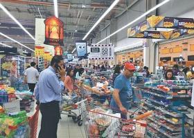 Με... βίντεο το ΥΠΟΙΚ του Κατάρ προσπαθεί να «ηρεμήσει» τους πελάτες των σούπερ μάρκετ - Κεντρική Εικόνα