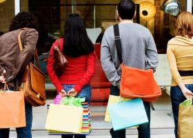 Αγίου Πνεύματος: Πώς θα λειτουργήσουν τα καταστήματα - Κεντρική Εικόνα