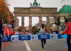 Ο Κενενίσα Μπέκελε έχασε στο Βερολίνο το παγκόσμιο ρεκόρ για τρία δεύτερα! - Κεντρική Εικόνα