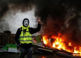 Για τη 12η ημέρα κινητοποίησής τους, τα «κίτρινα γιλέκα» βάζουν στο στόχαστρο την αστυνομική βία - Κεντρική Εικόνα