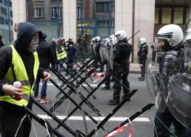 Η γαλλική αστυνομία βαφτίζει «ταραχοποιούς» τα «Κίτρινα Γιλέκα» και προανήγγειλε μαζικές συλλήψεις - Κεντρική Εικόνα