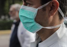 Koρωνοϊός: Αργά αλλά σταθερά αυξάνονται οι ασθενείς - Γιατί ανησυχούν τους ειδικούς τα 10 «ορφανά» κρούσματα - Κεντρική Εικόνα