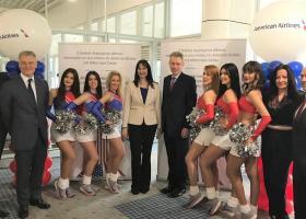 Κουντουρά-Πάιατ εγκαινίασαν τη νέα πτήση Αθήνα -Σικάγο με... cheerleaders  (photos) - Κεντρική Εικόνα