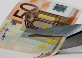 Ξενοδοχοϋπάλληλος κούρεψε το χρέος της κατά 80% - Κεντρική Εικόνα