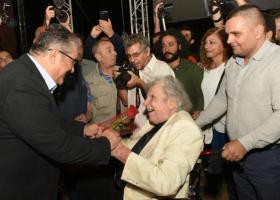 Σε κλίμα βαθιάς συγκίνησης η υποδοχή του Μίκη Θεοδωράκη στο φεστιβάλ της ΚΝΕ (Photos) - Κεντρική Εικόνα
