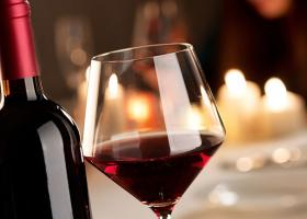 Εξαιρούνται τα προϊόντα ελιάς, τυριά και κρασιά της Ελλάδας από τους αμερικανικούς δασμούς - Κεντρική Εικόνα
