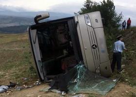 Δείτε πώς «σηκώνουν» το λεωφορείο των ΚΤΕΛ που ανατράπηκε στις Σέρρες (photos) - Κεντρική Εικόνα