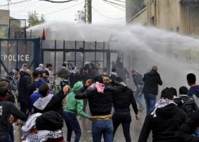 Συγκρούσεις σε διαδήλωση κοντά στην αμερικανική πρεσβεία στον Λίβανο - Κεντρική Εικόνα