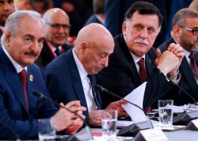 Λιβύη: Χαφτάρ και Σάρατζ επιστρέφουν στο τραπέζι των συνομιλιών για εκεχειρία - Κεντρική Εικόνα
