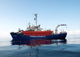 Το πλοίο Lifeline εδώ και πέντε μέρες περιμένει λιμάνι για να μεταφέρει 230 διασωθέντες - Κεντρική Εικόνα