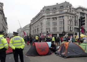 Δεύτερη ημέρα διαδηλώσεων για το κλίμα στο Λονδίνo - Κεντρική Εικόνα