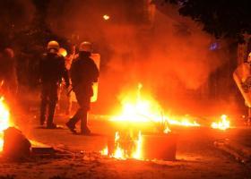 Επίθεση με μολότοφ σε διμοιρία των ΜΑΤ τα ξημερώματα - Κεντρική Εικόνα