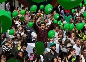 Χιλιάδες Ισπανοί διαδηλώνουν στη Μαδρίτη κατά των αμβλώσεων - Κεντρική Εικόνα