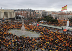 Μαδρίτη: Διαδήλωση κατά της πρότασης Σάντσεθ για την διεξαγωγή συνομιλιών με την Καταλονία - Κεντρική Εικόνα
