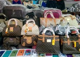 Κατάσχεση εκατοντάδων χιλιάδων προϊόντων μαϊμού από το ΣΔΟΕ - Κεντρική Εικόνα