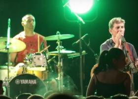 «Άστραψε και βρόντηξε» ο Μάλαμας σε συναυλία στη Ραφήνα: «Σβήστε το το γαμ@@ι»! (video) - Κεντρική Εικόνα